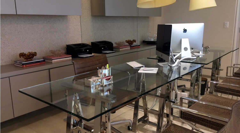 Consultório Dra. Cristiana Lucena - Sobre | Due Pele - Tratamentos estéticos, laser e dermatológicos | Brasília/DF